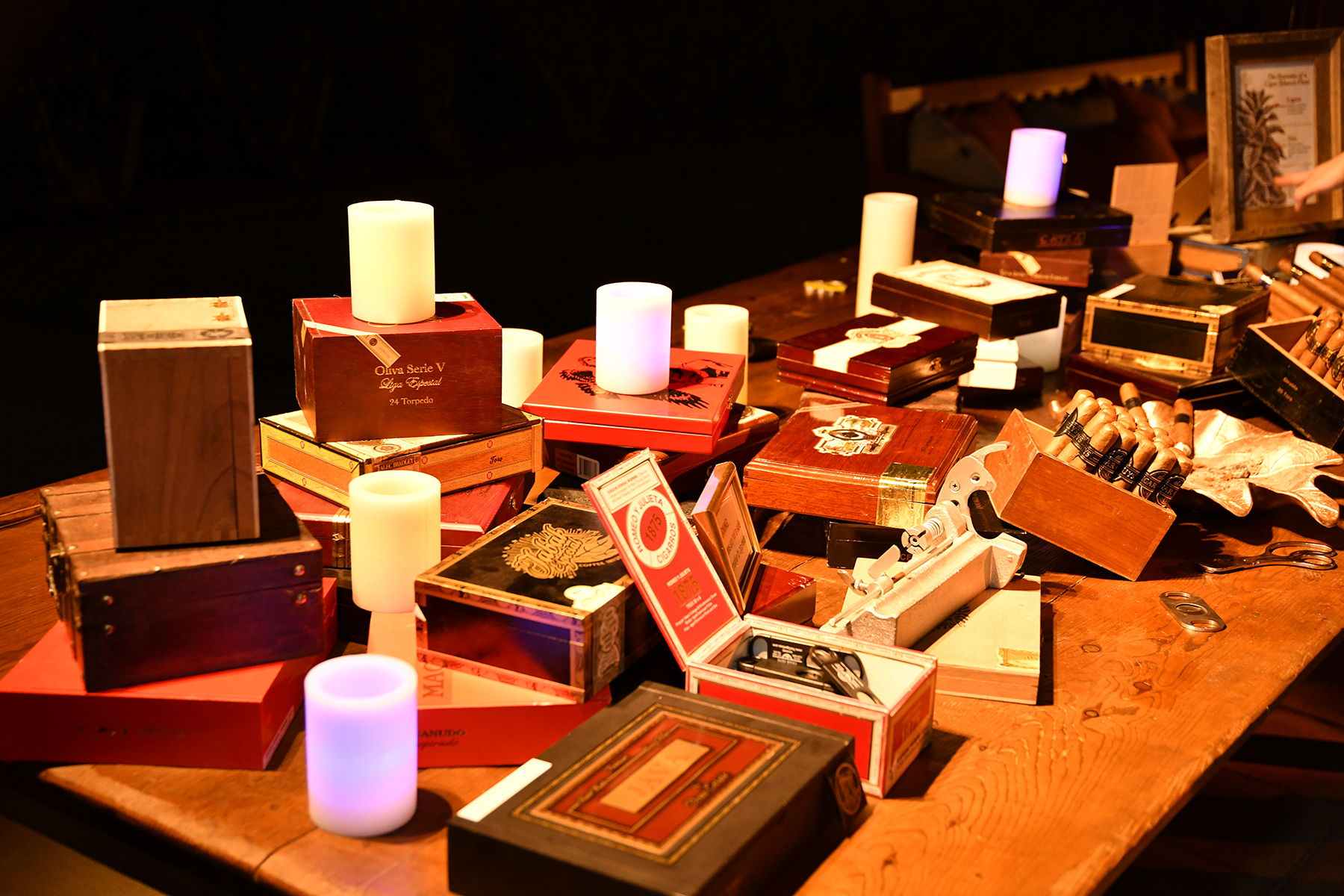 Toi Event Cigar Bar With Wax Luminaries